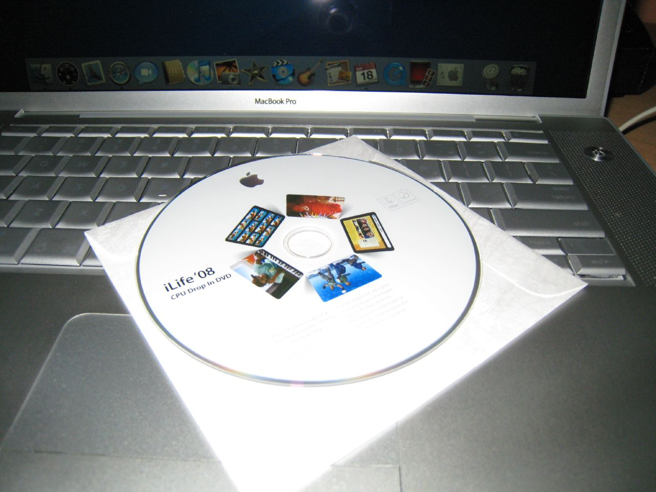 macbook pro come with iLife 08